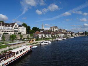 Vue du fleuve sur les immeubles éligibles loi malraux auxerre