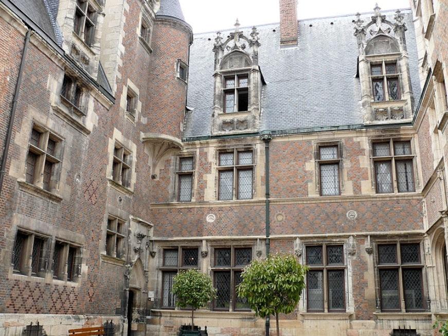Un hôtel particulier dans la zone éligible loi Malraux Bourges