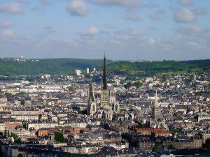 Vue de la ville de Rouen avec des immeubles éligibles loi malraux