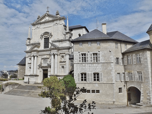 Une chapelle près des bâtiments loi Malraux Chambery
