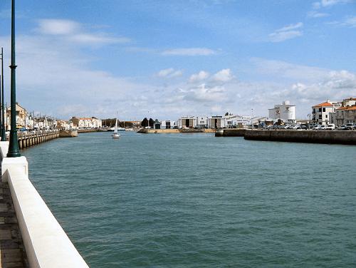 Port près des immeubles loi malraux les sables d'olonne
