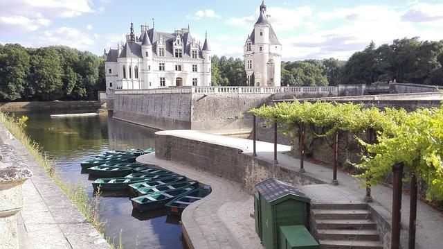 un chateau disponible en loi monuments historiques