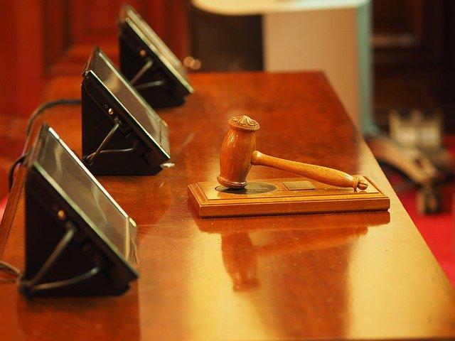 image d'un marteau de juge de la loi finance