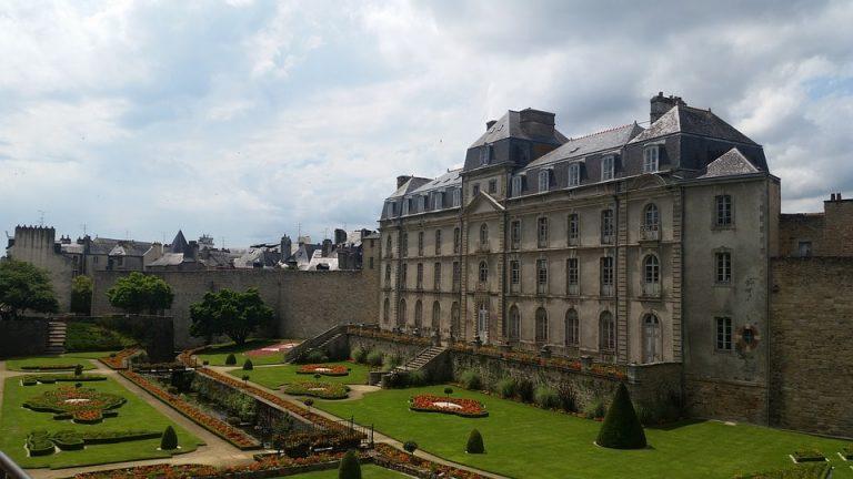 chateau eligible loi malraux vannes